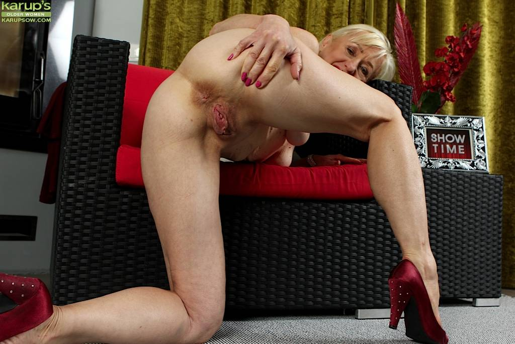 Horny Granny Tina Spreads Mature Pussy Wide Open At Karupsow